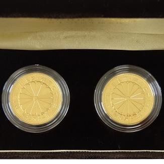 天皇陛下御在位60年記念 10万円金貨 61・62年銘2枚セット|表